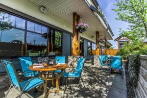best-Nanaimo-Vancouver island-restaurant-pub-patio-seafood-live music show_1patio354