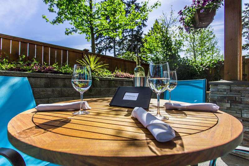 Outdoor Dining at SIMONHOLT